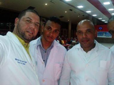 médicos-cubanos-hacia-Ecuador