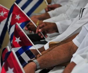 medicos-cubanos-a-Nepal-1-300x250